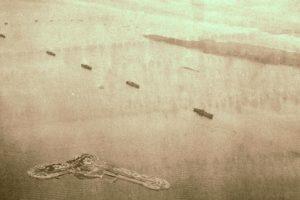 終戦後に撮影された連合軍艦隊と第二海堡