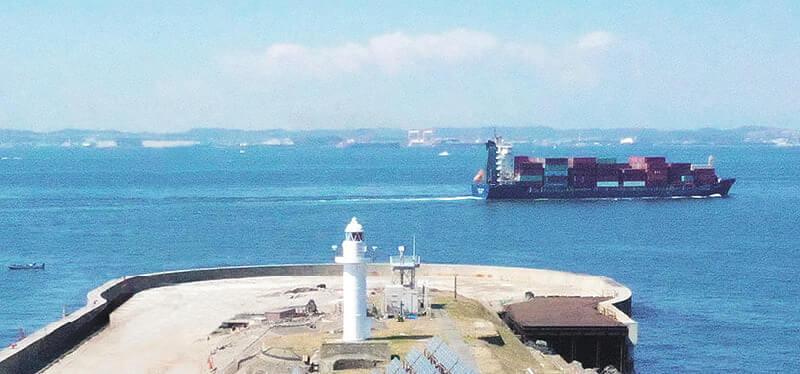 第二海堡付近を行き交う船